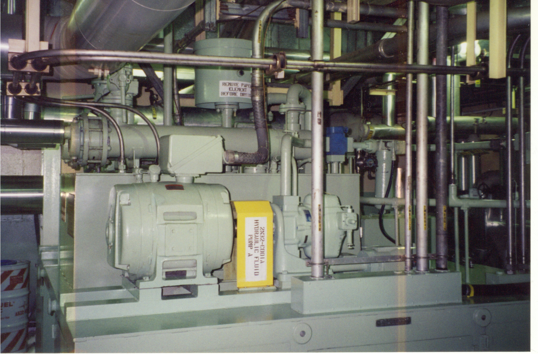 Reservoir using phosphate ester electro-hydraulic control (EHC) Fluids
